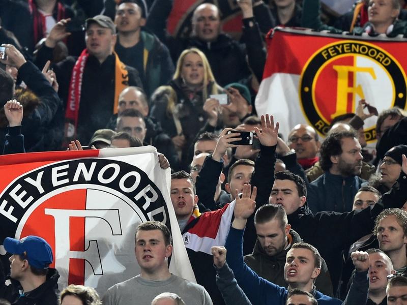 Pericolo hooligans: solo 3100 biglietti per i tifosi del Feyenoord a Manchester