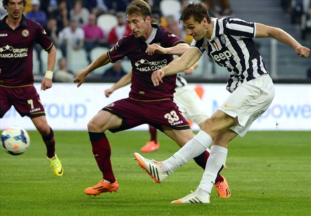 Juventus, con dos goles de Llorente, venció a Livorno