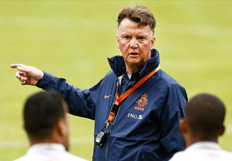 Arsenal make contact with Van Gaal