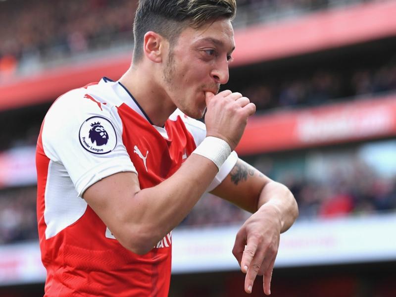 """Arsenal, Wenger :""""Özil ? Si vous avez une bonne banque, appelez-moi"""""""