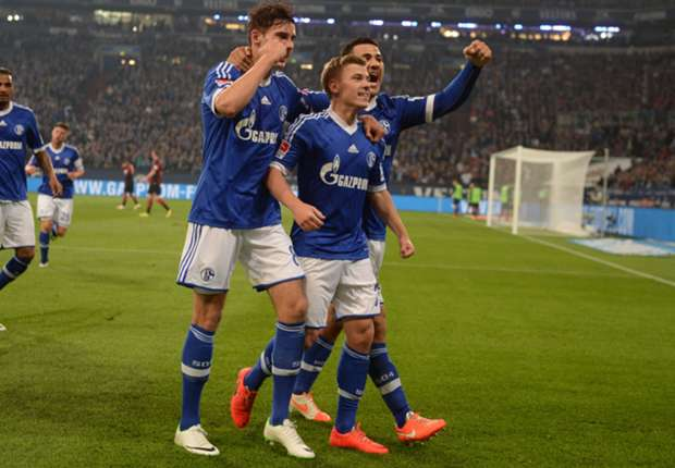 Schalke 2-0 Eintracht Frankfurt: Meyer and Farfan on target for dominant hosts