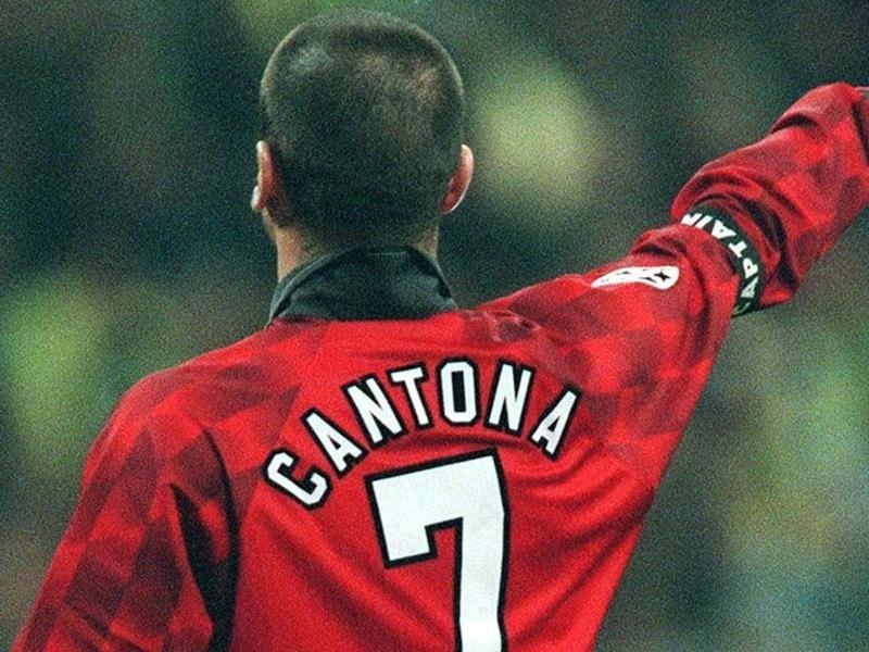 Cantona, Gerrard, Giggs et le XI historique réuni de Liverpool et Manchester United