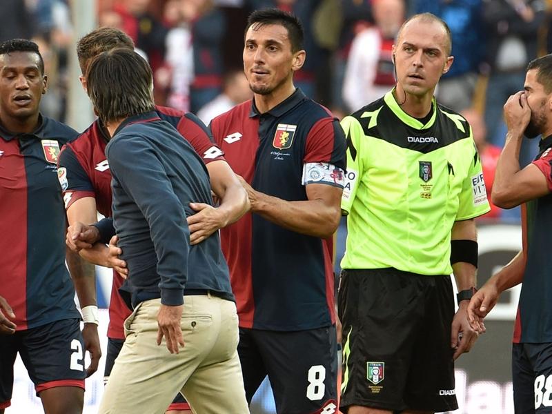Multa e squalifica per Juric: Fare minaccioso, è stato trattenuto dai giocatori