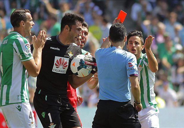 Betis 0-2 Sevilla: El derbi sevillano se vistió de negro y rojo
