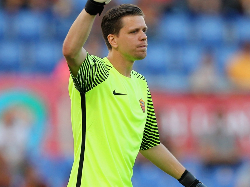 VIDEO - Szczesny schiaccia a basket... in piscina