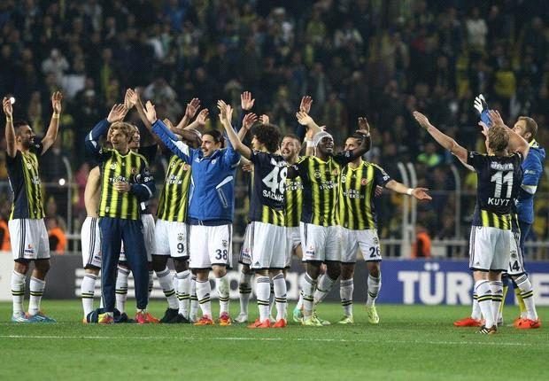 Feners Mannschaft feiert nach dem Sieg gegen Antalya