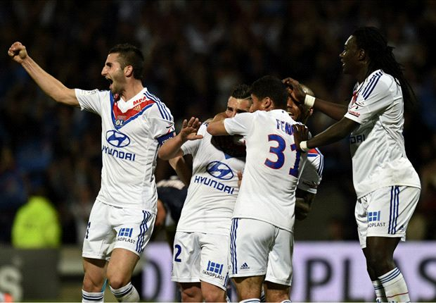 Lyon 1-0 Paris Saint-Germain: Parisiens slump to second defeat in a week