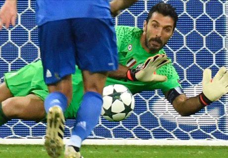 Buffon stars as 10-man Juve win in Lyon