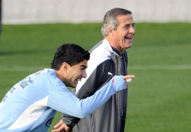 Oscar Tabarez dan Luis Suarez
