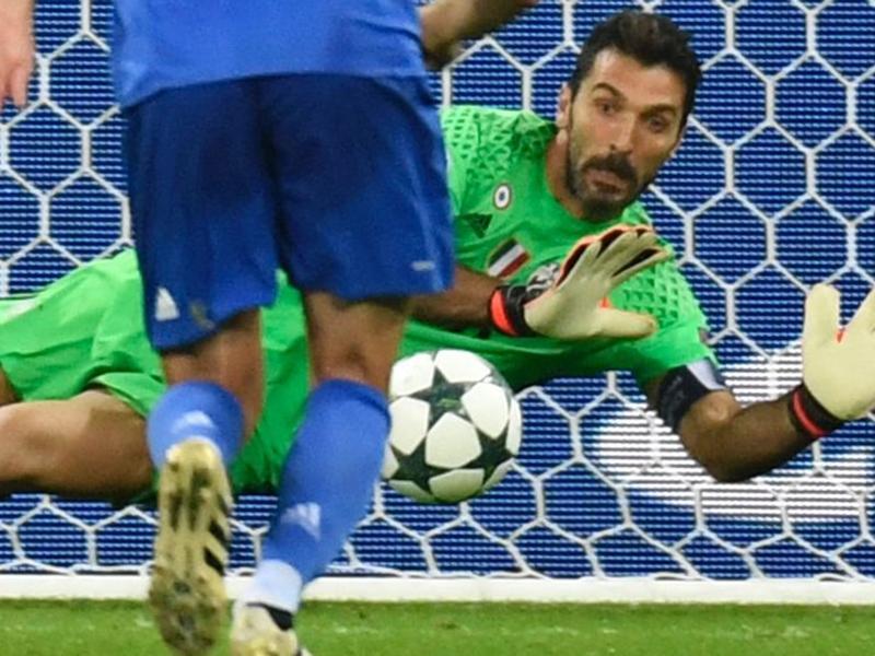 Super Buffon a Lione: 'papere' con Spagna e Udinese già in soffitta