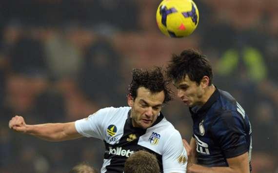 Parma's Marco Parolo (L) and Inter defender Andrea Ranocchia