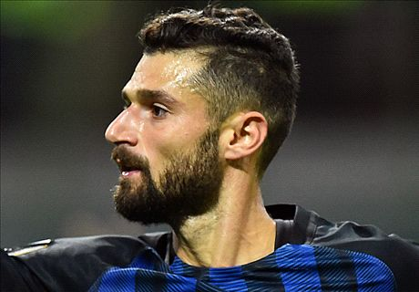 Candreva snatches win for 10-man Inter