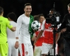 Mertesacker hails 'hungry' Ozil