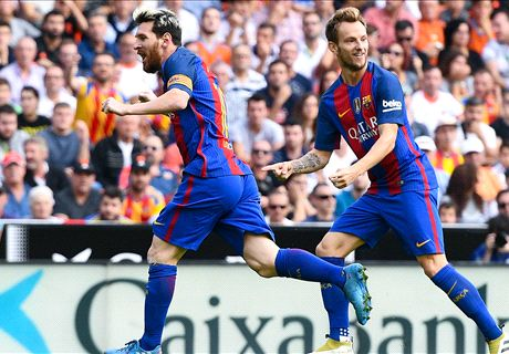 Messi penalty defeats Valencia