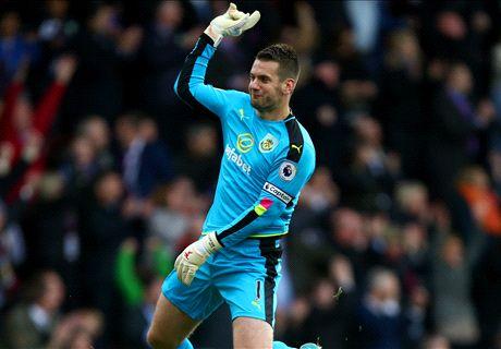 Heaton the star as Burnley beat Everton