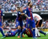 La grada de Mestalla lanzó una botella a los jugadores del Barcelona