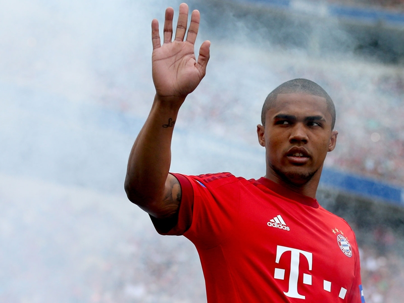 Douglas Costa arrives for Juve medical ahead of move from Bayern