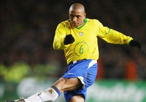 Roberto Carlos, ídolo de la época dorada de Brasil, mide 1.68