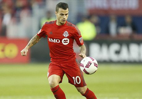 WATCH: Altidore tees up Giovinco