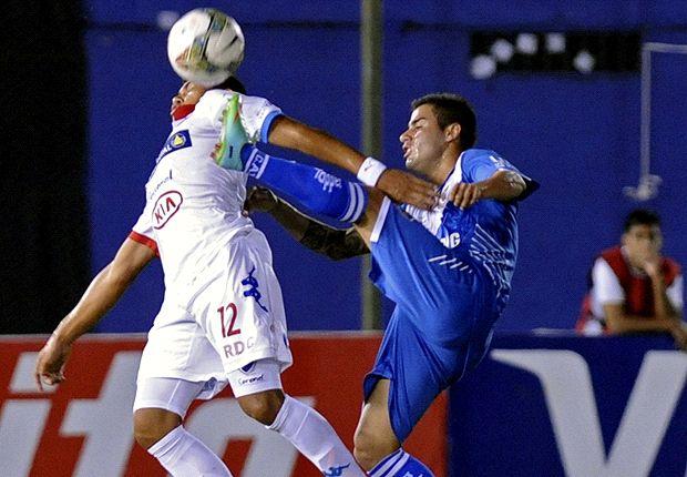 Vélez volvió a jugar mal y deberá darlo vuelta en Liniers