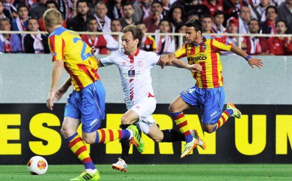 Ivan Rakitic Juan Bernat Sevilla Valencia Europa League 04242014