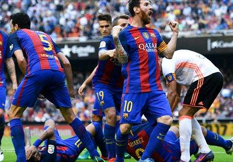 Multa al Valencia y bronca al Barcelona