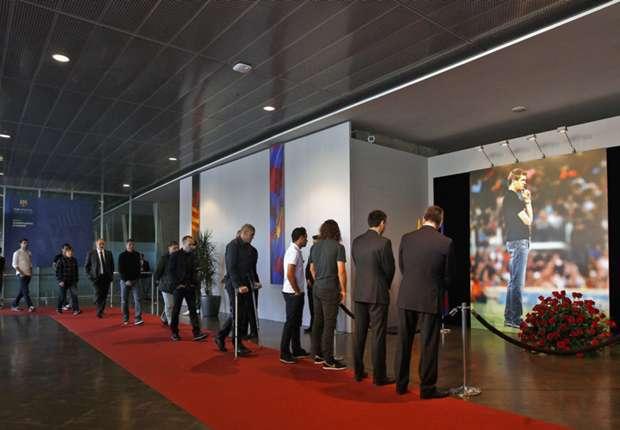 Barcelona players pay tribute to Vilanova