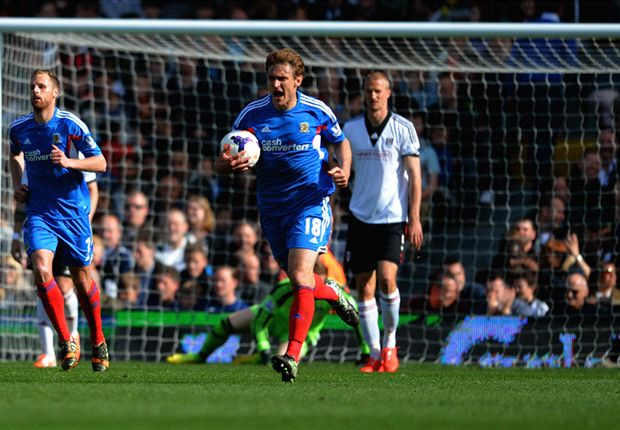 Fulham 2-2 Hull: Long rescues point for Tigers