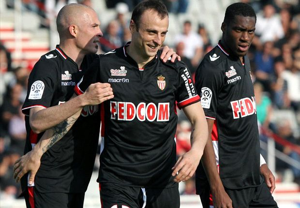 Ajaccio 1-4 Monaco: Berbatov double keeps PSG waiting