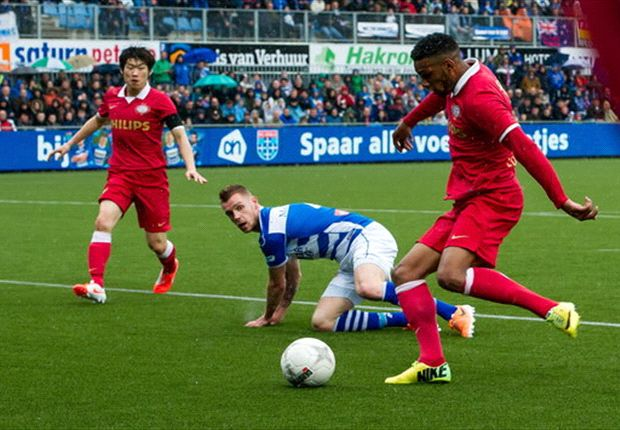 PSV vierde na moeizame winst in Zwolle