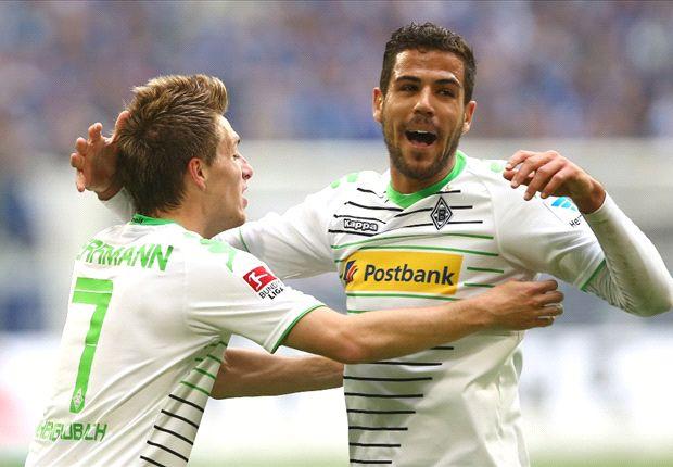 Alvaro Dominguez und Patrick Herrmann freuen sich über drei Punkte auf Schalke