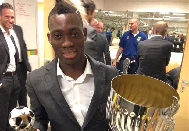 Christian Atsu with his award