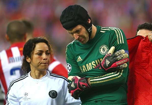 Cech undergoes surgery on shoulder injury