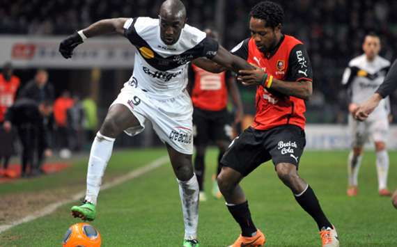 Guingamp's Mustapha Yatabare and Rennes' Jean II Makoun
