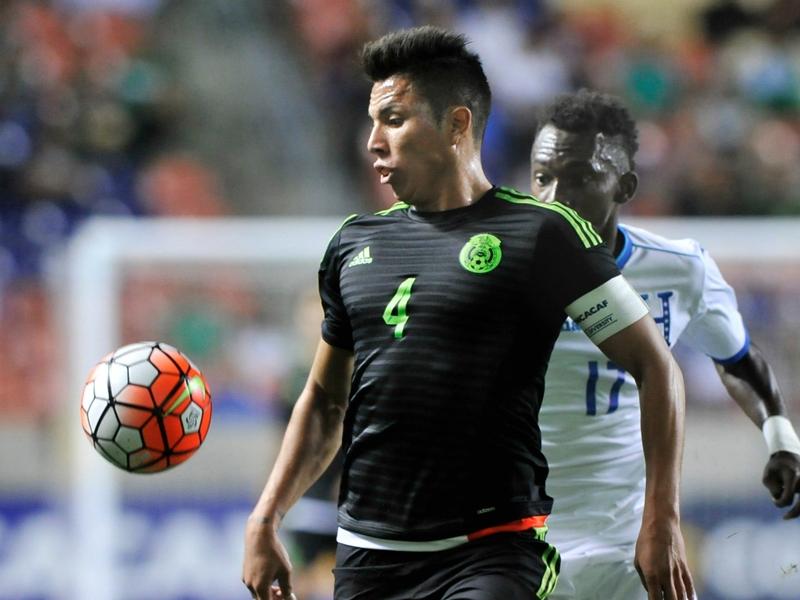 Carlos Salcedo joins Frankfurt on loan from Chivas