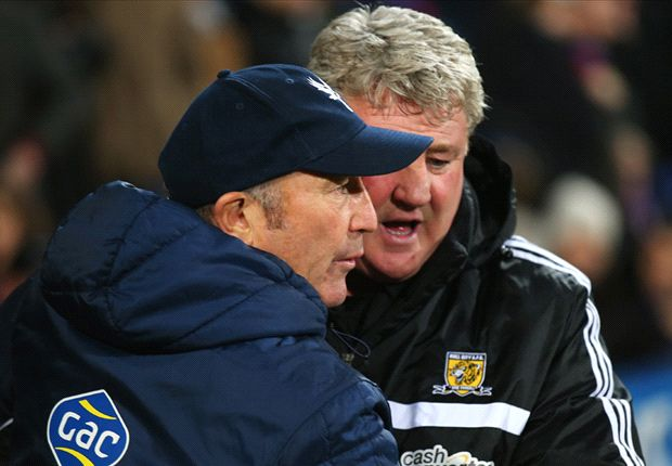 Pulis backs Hull boss Bruce for Manager of the Year