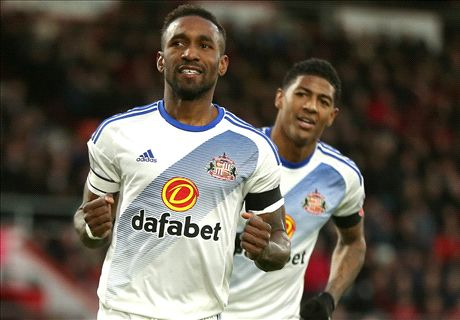 Defoe delivers Moyes a lifeline