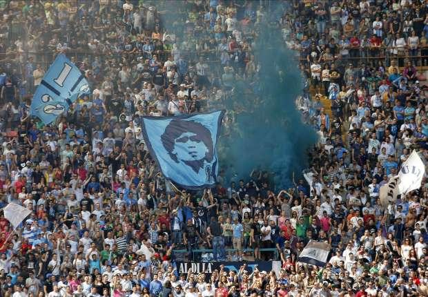 Pochi abbonati tra i tifosi del Napoli