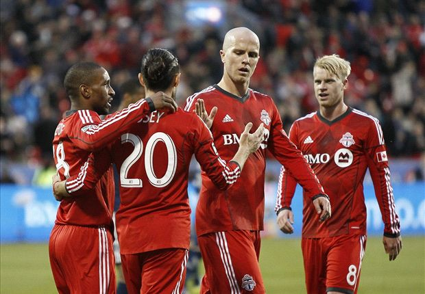 Toronto FC 2-1 Vancouver Whitecaps: Defoe, Bradley seal close victory for TFC