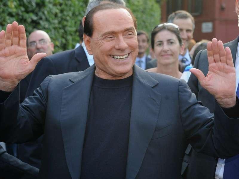 Ultime Notizie: La famiglia Berlusconi a caccia di sponsor per il Milan: e spunta la foto di un Silvio adolescente...