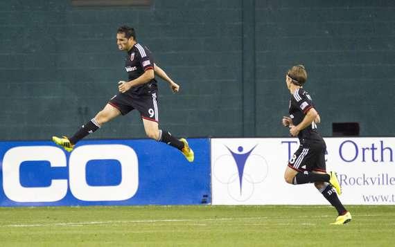Fabian Espindola Chris Rolfe D.C. United MLS 04262014