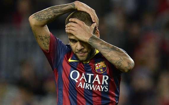Dani Alves hint op vertrek bij Barcelona
