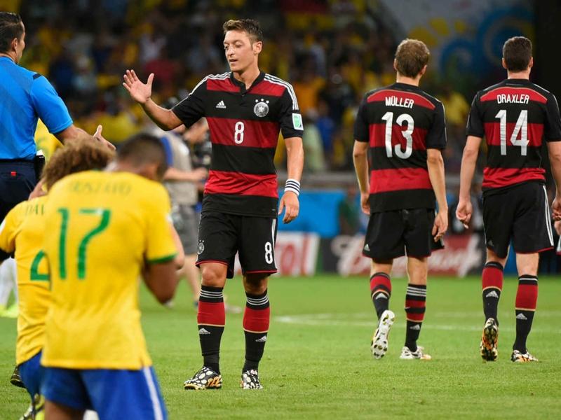 Mesut Özil s'est excusé auprès de David Luiz après Brésil-Allemagne