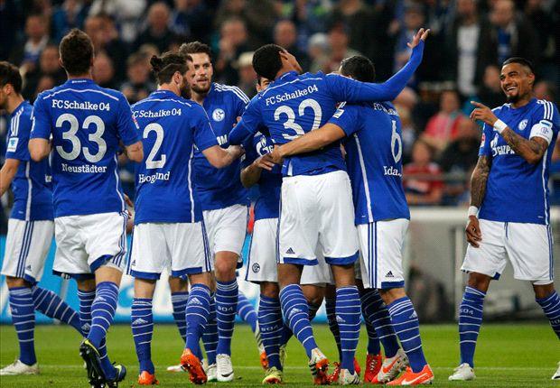 Schalke 04 bejubelt den Sieg über den 1. FC Nürnberg