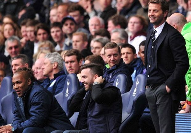 Sherwood invites fan to sit on Tottenham's bench during Aston Villa victory