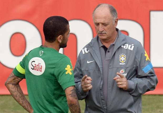 VIDEO: Scolari kicks Dani Alves in Brazil training
