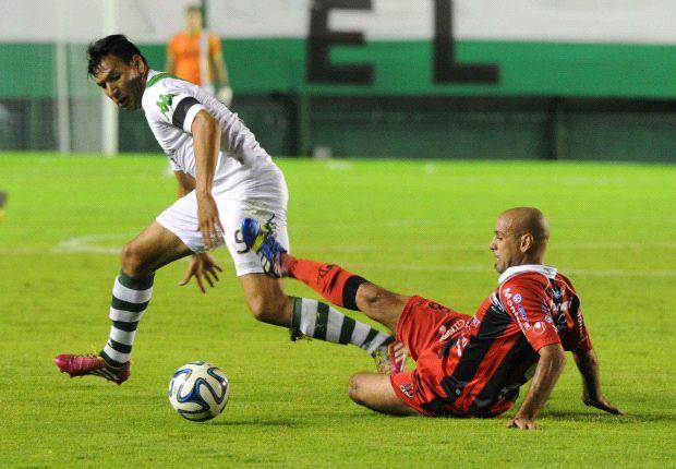 Andrés Chávez, figura del ascenso de Banfield, se acerca a Boca.