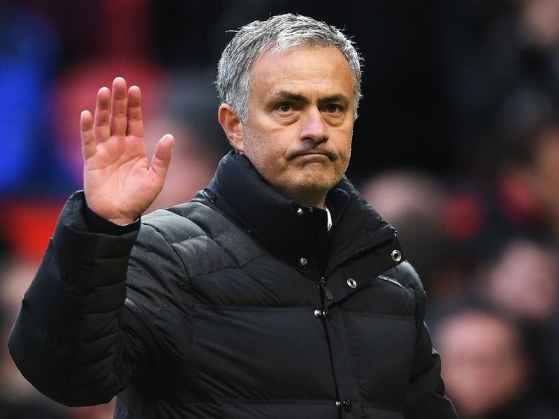 Manchester United, Mourinho tacle Van Gaal