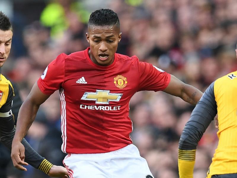 RUMOURS: Valencia signs new Man Utd deal