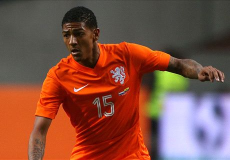 Official: Sunderland sign Van Aanholt